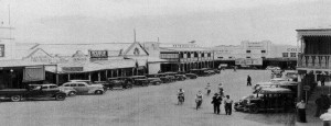 Main street of Forbes, NSW in the 1950s. Farahs shop was in the centre next to the Metropolitan Hotel